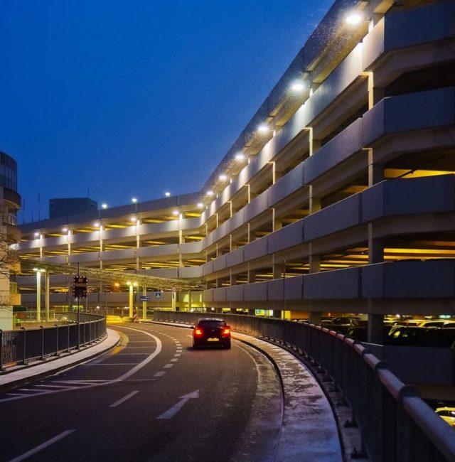 Parking-Stationnement-aéroport-airport